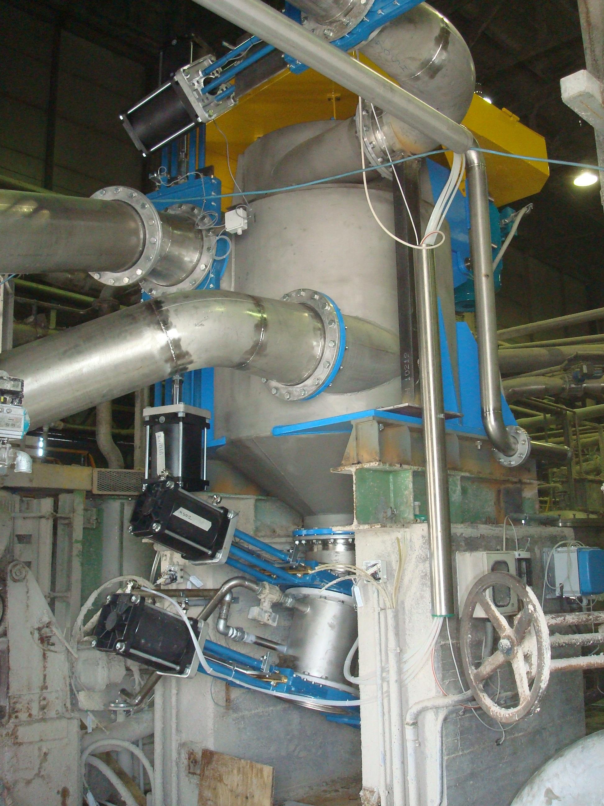 Macchinario industriale e tubature per produzione della carta (1)